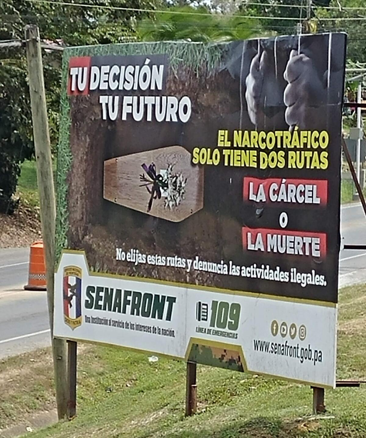 Billboard with Spanish messages against drug trafficking