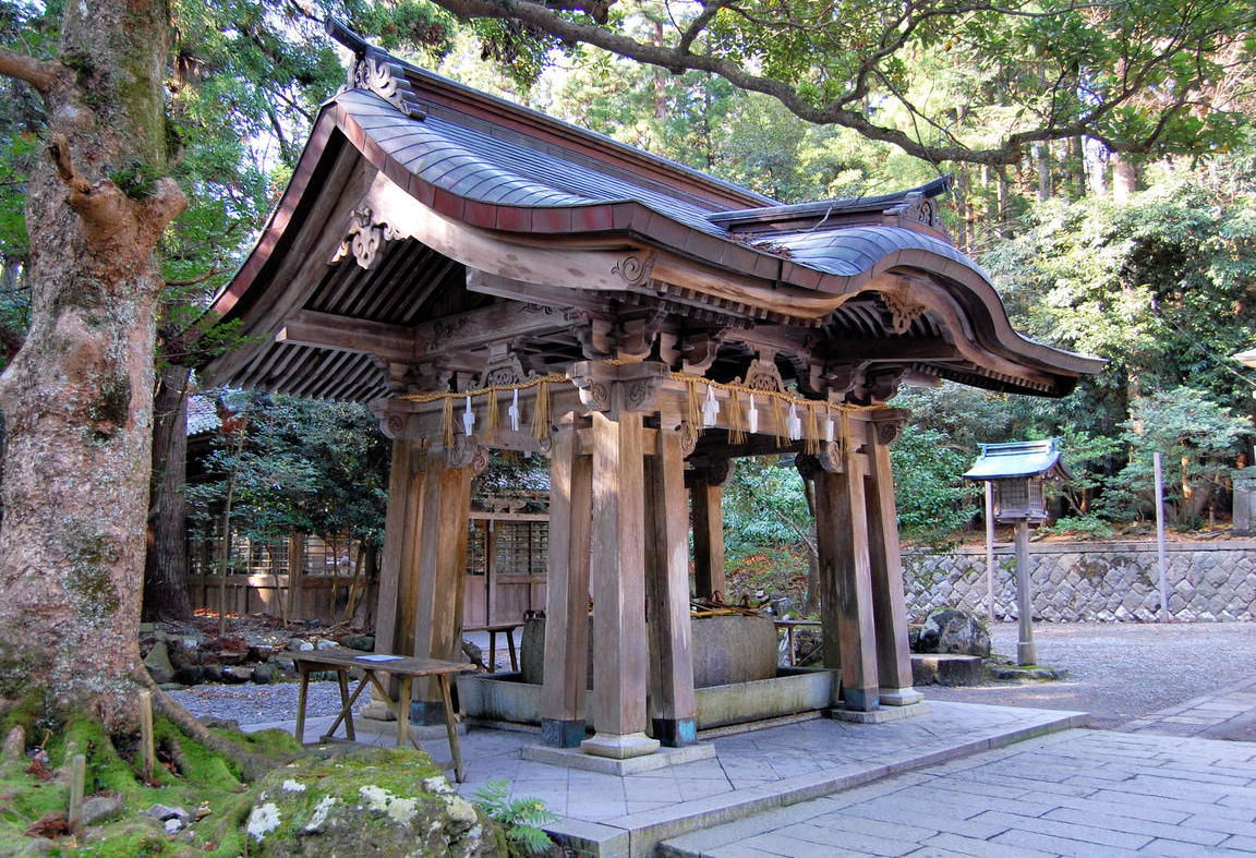 Chozuya at Yahiko Shrine