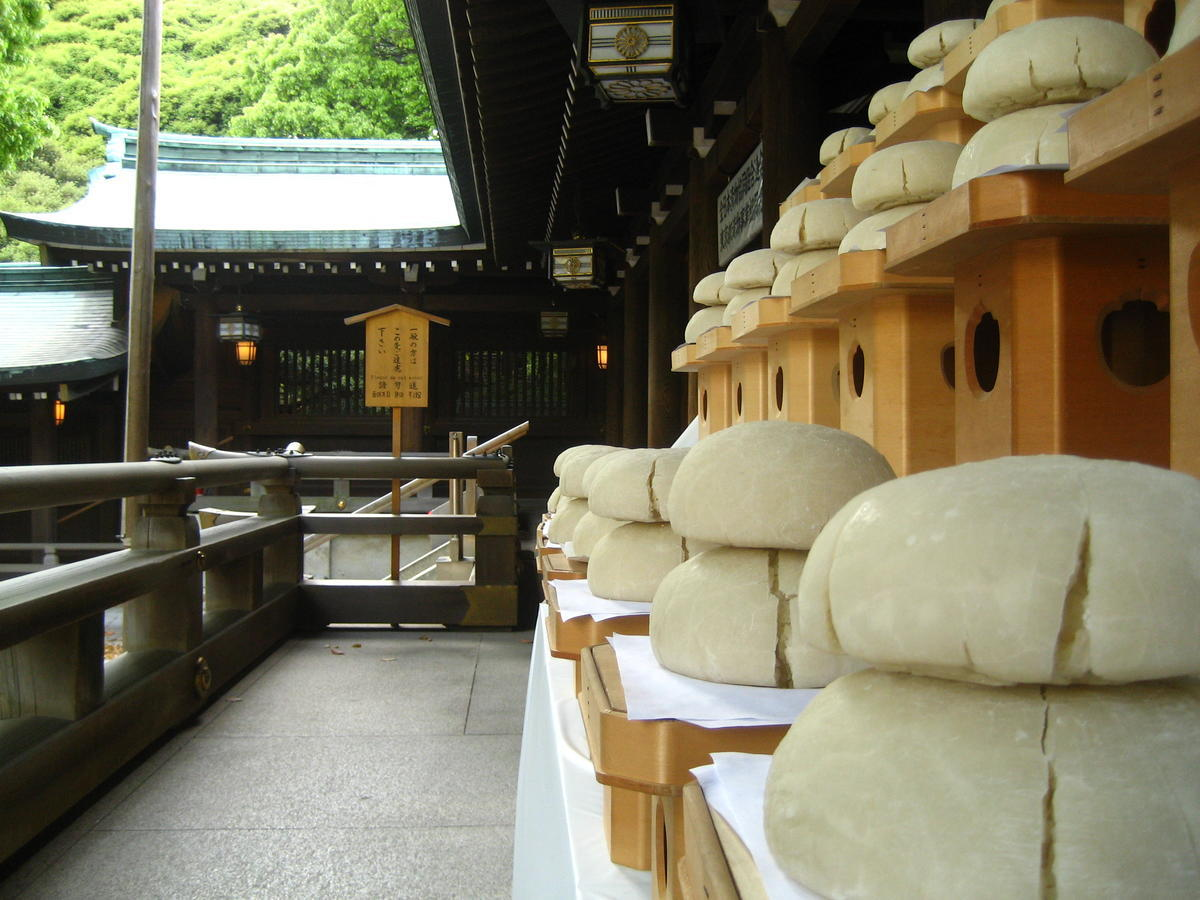 Mochi offering at Meiji Shrine